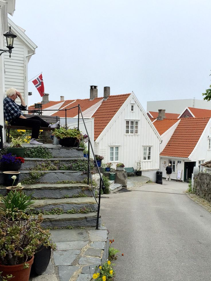 Nordsjøvegen Along the North Sea Route Here you will find historical Skudeneshavn on Karmøy Foto: Margareth Idsø