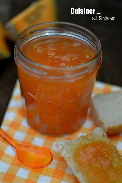 Une confiture gourmande pour le petit déjeuner ... rien de plus facile!!! Ingrédients ( pour environ 3 pots de confiture ) 2 melons ( soit 2 kg de melons ) 1,1kg de sucre cristallisé 15cl de jus de pomme 2 citrons 1cm de gingembre frais Eplucher et couper...