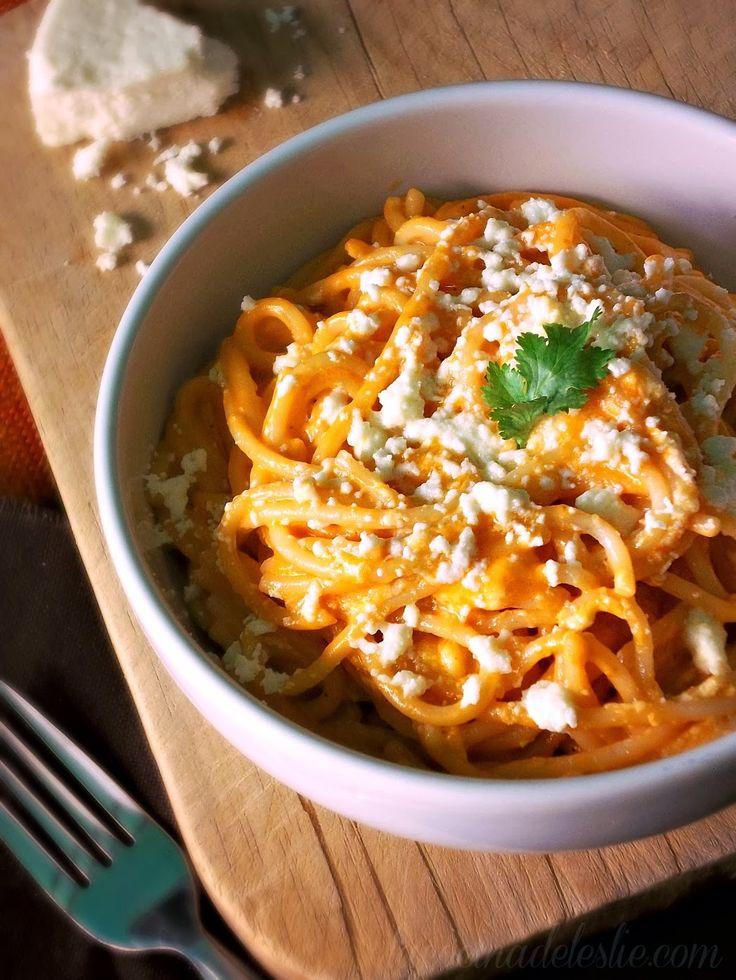 Easy Spaghetti w/ Mexican Crema & Tomato Sauce - lacocinadeleslie.com