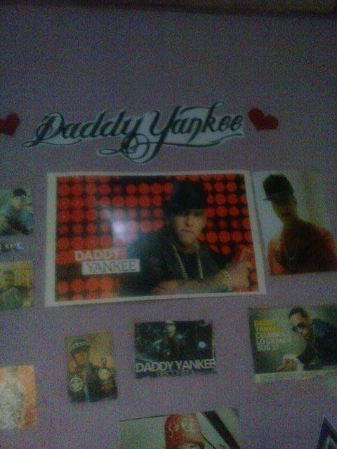AbiiitayankeeDY : @daddy_yankee mi orgullo mi ídolo te adoro siempre con tigo y en mi cuarto esta tu nombre @daddy_yankee en grande https://t.co/25RSuVxYNJ | Twicsy - Twitter Picture Discovery