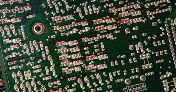 Vantagens e desvantagens dos circuitos em série e em paralelo. Circuitos elétricos transportam eletricidade de uma fonte até o aparelho que a usa, como uma lâmpada ou uma caixa de som. Alguns componentes comuns dos circuitos são: fontes de energia, resistores e interruptores. Cada componente tem uma função particular e a executa de maneira diferente dependendo da maneira como ele está ligado ao circuito: em ...