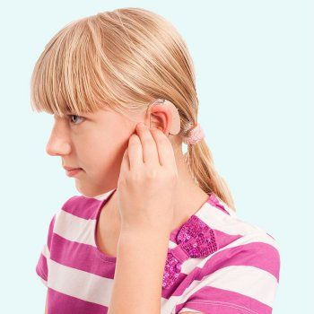 La adaptación al colegio de niños con problemas auditivos necesita la colaboración de padres, alumnos y profesorado. Los niños con implante coclear necesitan una atención especializada y sensible a sus necesidades y limitaciones.