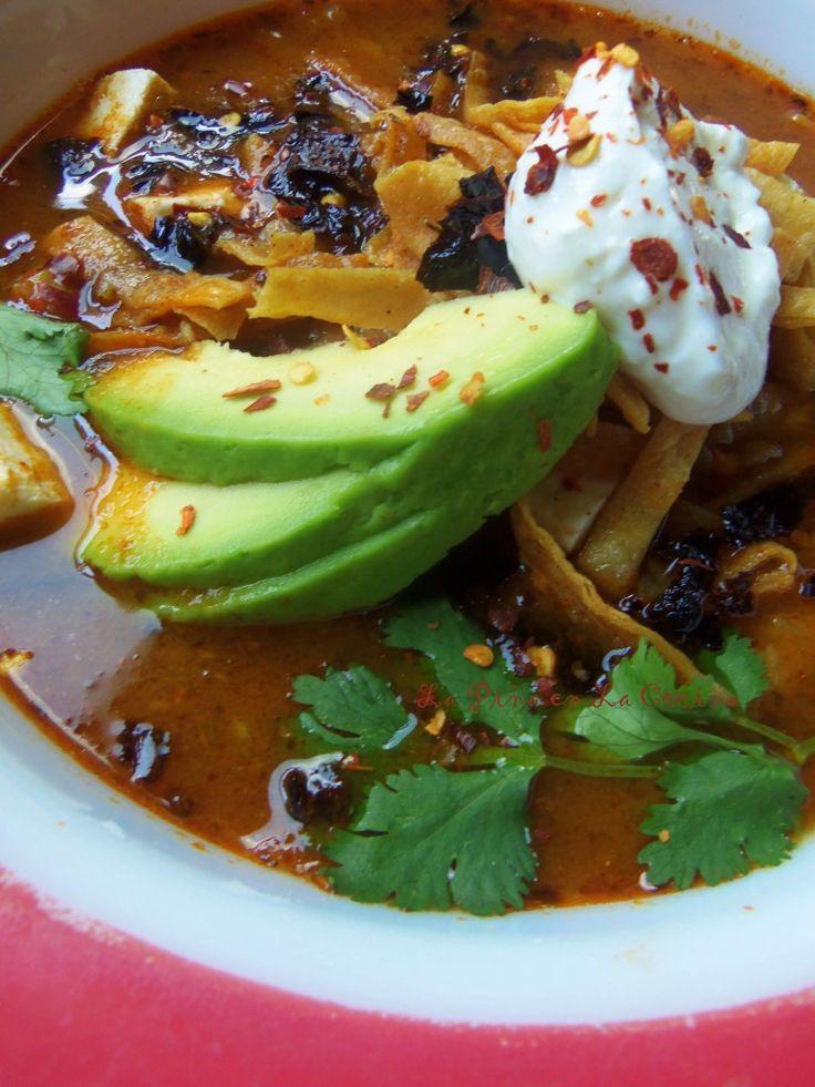 Sopa Azteca~ Sopa de Tortilla (Tortilla Soup) | La Piña en la Cocina