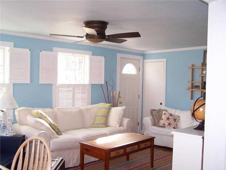 A Beautifully Beachy Cape Cod Living Room