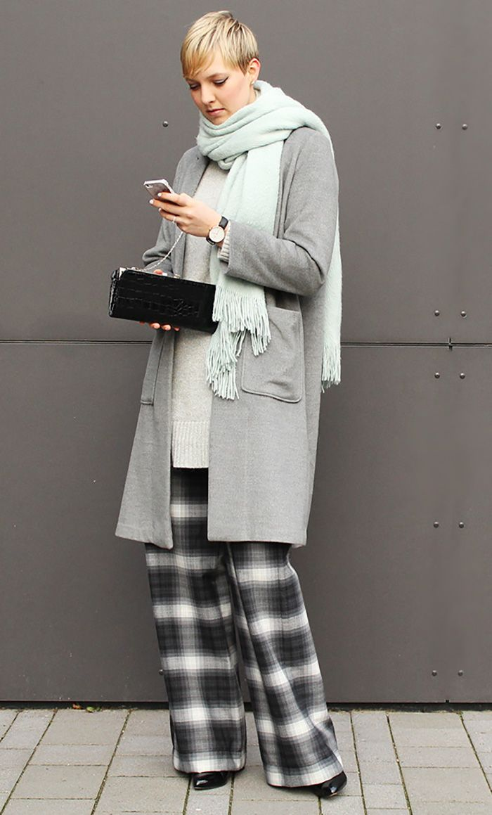 #oversized #layering #lagenlook #Fashion #style #mode #Frauen #frauenmode #look #Outfit #winter #fall #autumn #herbst #Grey #gray #grau #shades #mantel #lässig #Blogger #Marlene #schlaghose #weite #hose #Karo #kariert #comfy #stylisch #fashionblogger #elegant #sleek #chic
