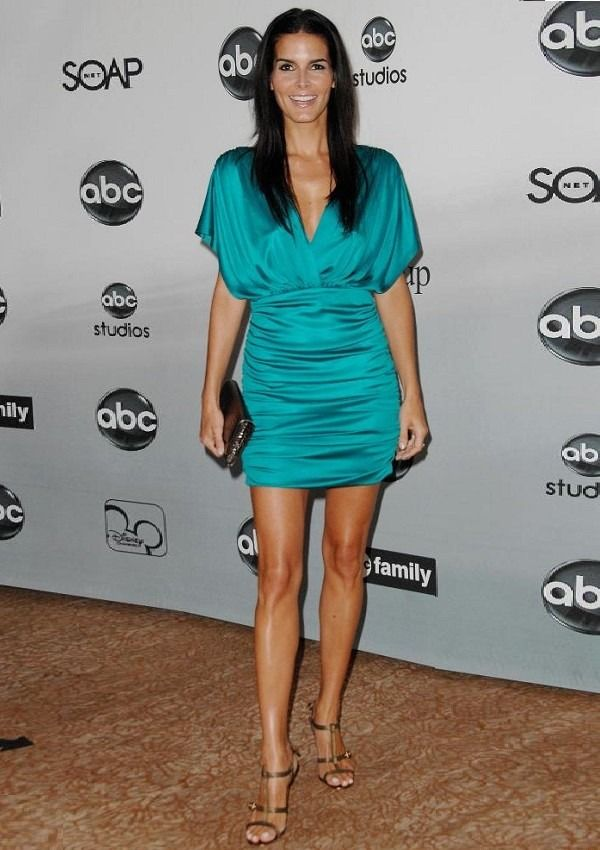 Angie Harmon looking great in a blue mini dress. Check out more beautiful ladies at http://hotminiskirts.oohlala.club