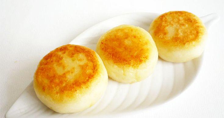 2017/3/11話題入り☆片栗粉とじゃがいもを捏ねてフライパンで焼くだけで、モチモチのお餅風お焼きが出来ます。