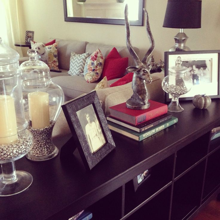 sofa table decor love the apothecary jars with the. Black Bedroom Furniture Sets. Home Design Ideas