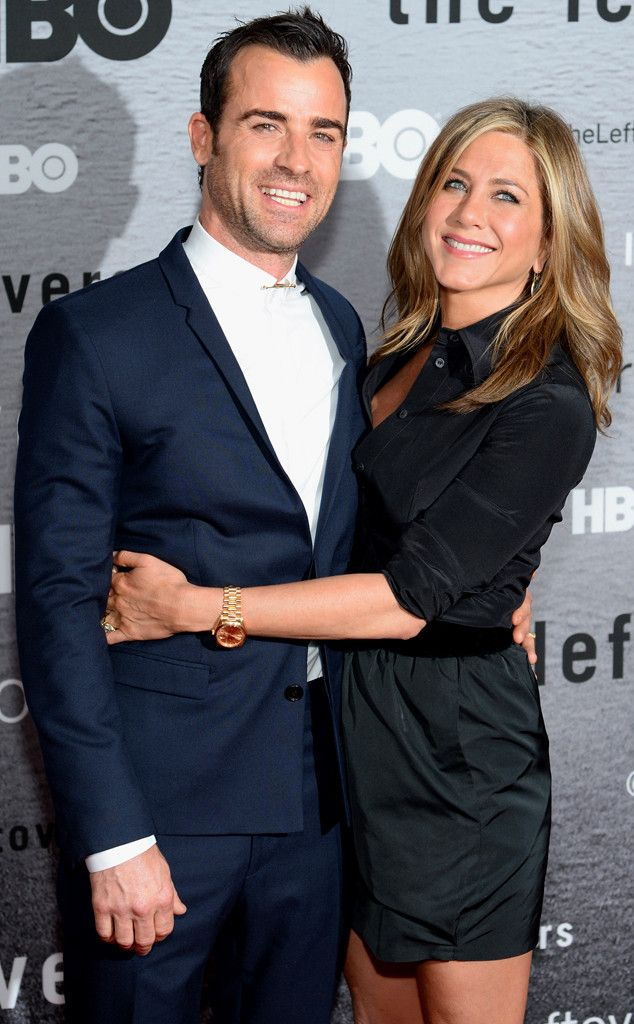 Jennifer Aniston & Justin Theroux pack on the PDA at their first red carpet together in months. Too cute!