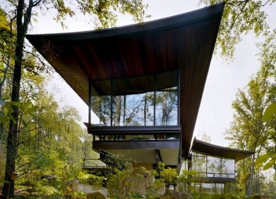 Ten Geothermal Wells Heat and Cool this Swooping Blue Ridge House in Virginia