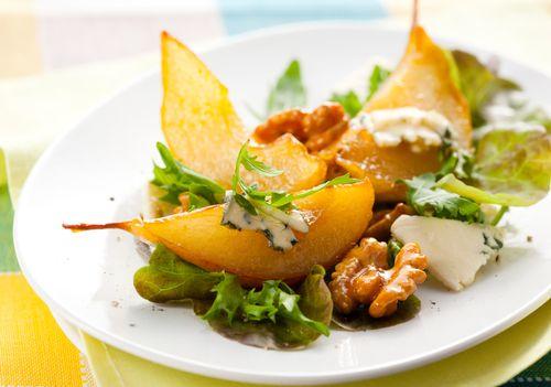 Hruškový salát se sýrem a ořechy – COOP Club