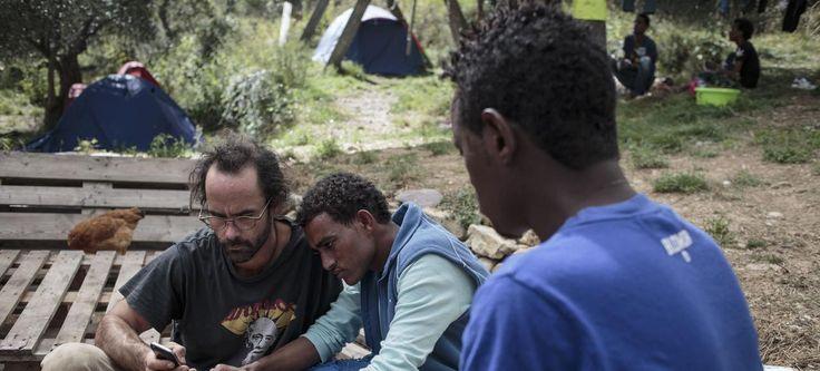Rouvert avec les récents procès de citoyens qui ont aidé des migrants en les hébergeant chez eux ou en les véhiculant sur le territoire, le débat sur le «délit de solidarité» remobilise aujourd'hui les collectifs de soutien aux immigrés qui appellent à sa suppression. Jeudi, cent organisations ont publié un manifeste dénonçant les «mesures d'intimidation», les «poursuites» et «condamnations» de citoyens, la «recrudescence de cas où la solidarité est tenue pour un délit».Mathis