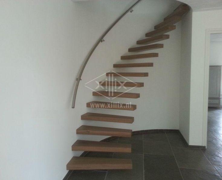 ronde drijvende trap xillix.nl met rvs leuning
