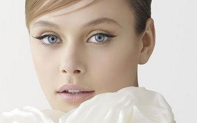 For this look go for sheer pink blush, soft brown lashes with cream on lids and soft muted pink in crease. So feminine. LOVE the soft lower liner and slight shimmer of gold and pink