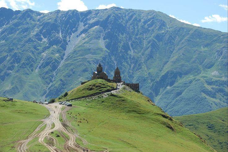 Stepantsminda, Montanhas do Cáucaso, Geórgia - - SAPO Viagens