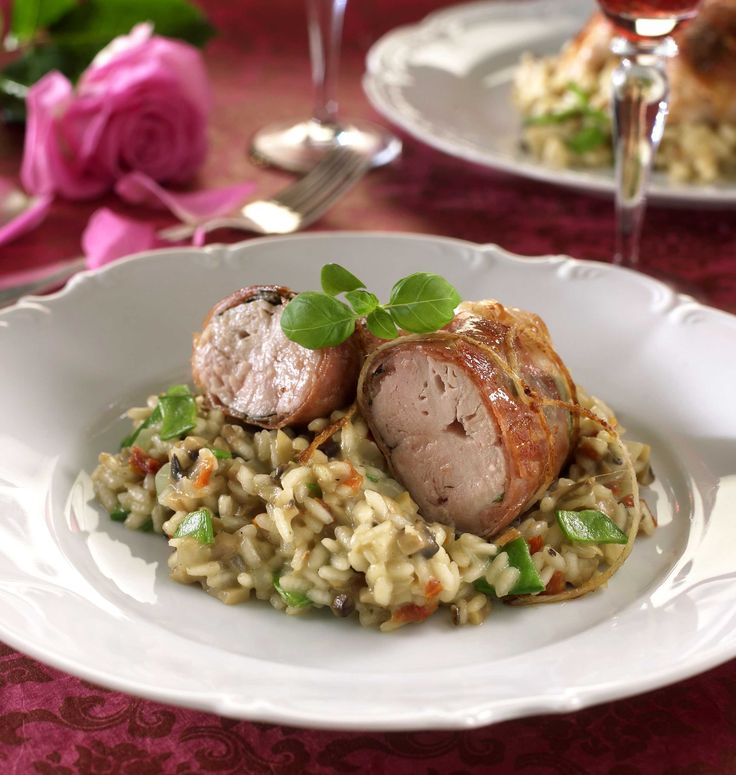 Fristende oppskrift på kyllingrett med deilig kantarellrisotto og bønner. Kyllingen får en herlig smak av sitrus og rosmarin.