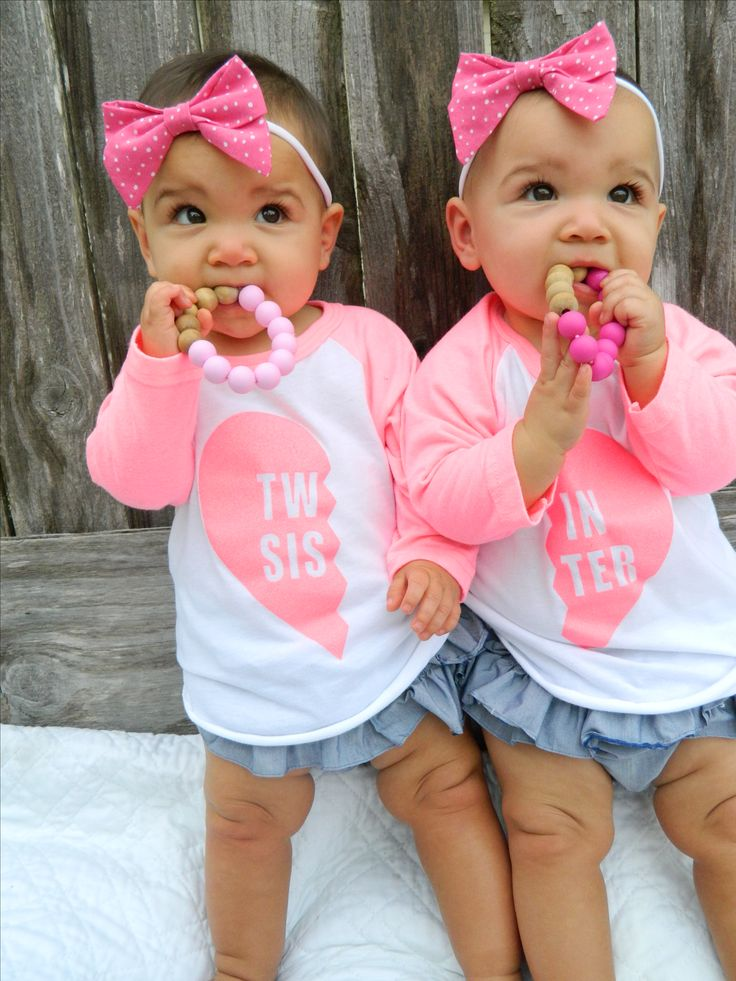Twin Sister Raglan tee. Twin Sister, matching twins, twin tees, twin clothes, twin shirts, twin t-shirts, fraternal twins, identical twins, twin shop, twin store.