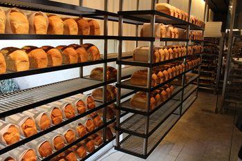食パンの見せ方もまるでブティックや美術館の様です。ダンディゾン (Dans Dix ans)