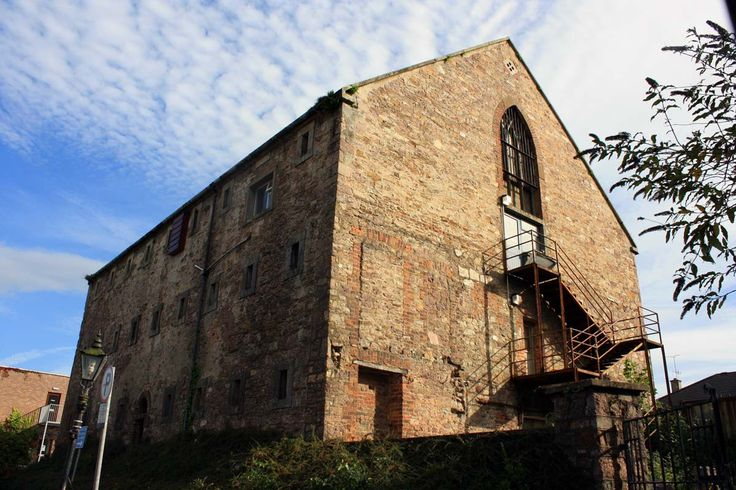 Wexford Gaol was built in 1812. The women's section of the prison still exists and can be viewed from Hill Street.