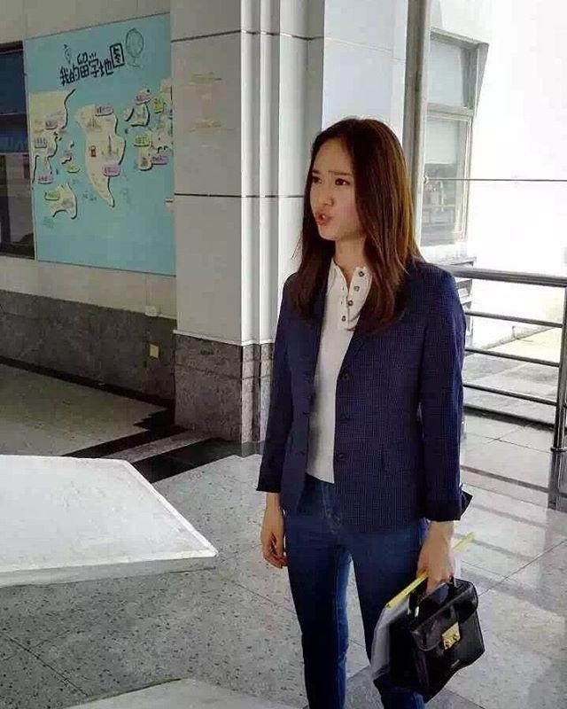 [ 160513 ] Krystal - 'Graduation Season' Filming in Wenzhou Hahaahahah so cute Cr : as tagged #krystal #krystaljung #jungsoojung #soojung