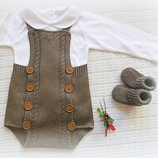 #baby #babyclothing #babyclothes #babyromper #romper #babyknitwear #handmade #babygirl #babyboy #yarn #instaknit #bebé #roupadebebé #babyspam #booties #babyboutique #feitoàmão #babyfashion #fofo #instababy #handmaderomper #mariacarapim #babybooties #brown #mariacarapim