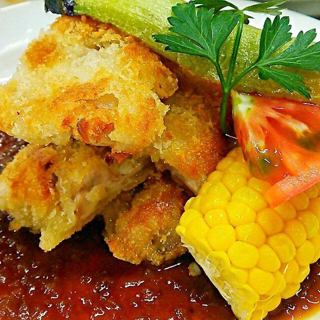 玉ねぎの自然な甘さのソースです!フランスのリヨンは、玉ねぎが特産物なのでリヨン風は、玉ねぎを使った料理が多いですね(^.^) - 66件のもぐもぐ - 若鶏のコートレット~玉ねぎを、もう勘弁してくださいってくらい炒めたソース・リヨネーズ~ by samzsr400kai