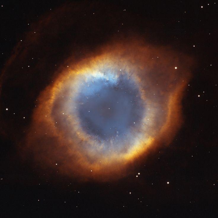 NGC 7293 - Nevel. Vanaf de zijkant gezien lijkt het op een zandloper.