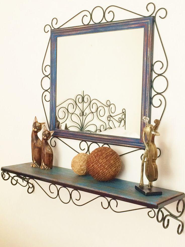 Conjunto de Moldura para espelho + aparador. <br>Produzido artesanalmente, com ferro e madeira. <br> <br>Aparador - 1,00 m x 0,25 cm (profundidade) <br>Base em ferro, fixada por parafusos. <br>Moldura - 0,80 x 0,80 cm (medida total) <br>Largura da moldura (ornatos e madeira) 15 cm <br>A pintura das madeiras é feita em pátina, estilo madeira de demolição. <br> <br>* ESPELHO NÃO INCLUSO, SOMENTE A MOLDURA. <br>* Prazo para confecção é de 20 dias úteis. <br>* Consulte outras cores para pintura.
