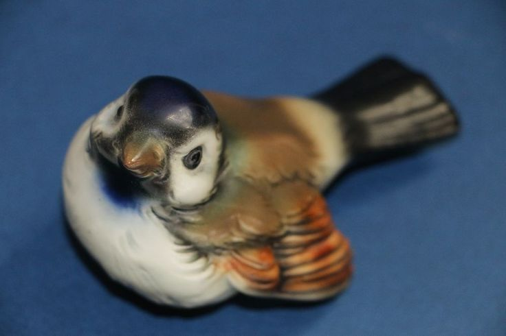 Vintage Goebel Wren or Sparrow or Baby Robin brown bird figurine W. Germany CV72