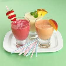 Make a smoothie for a couple