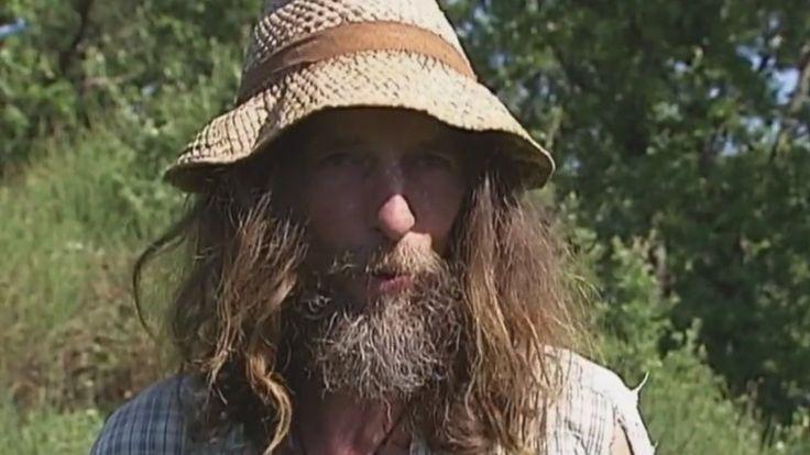 """Pascal Poot est un paysan à part : il fait pousser ses légumes... sans jamais les arroser ! Son secret ? """"Faire exprès de ne rien faire !"""" Et ça marche."""