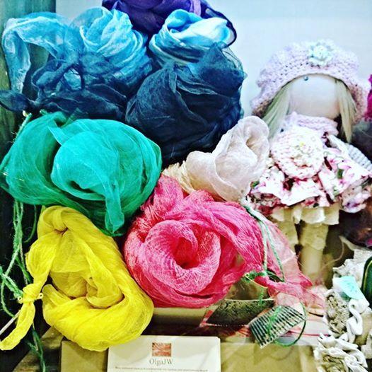 Окрашиваю маргиланский шелк различными красками, а также шафраном, куркумой, корицей, цветами каркадэ, мареной... Получяются такие дивные природные оттенки...! Если вы хотите носить всегда с собой в этой жизни отличное настроение и волшебные оттенки природы нашей удивительной планеты .... тогда эти шарфы для вас... ! Размеры, цвета и текстуры могут быть различные.