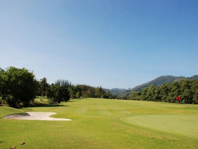 How #GolfCoursesInPhuket Offer A Great Option Of Golfing To Relax?