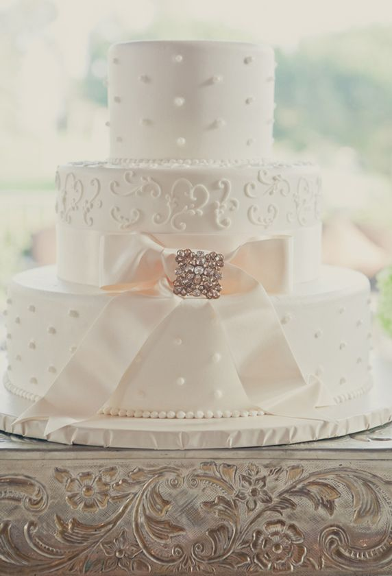 Pearl Dotted and Scroll Work Elegant Wedding Cake