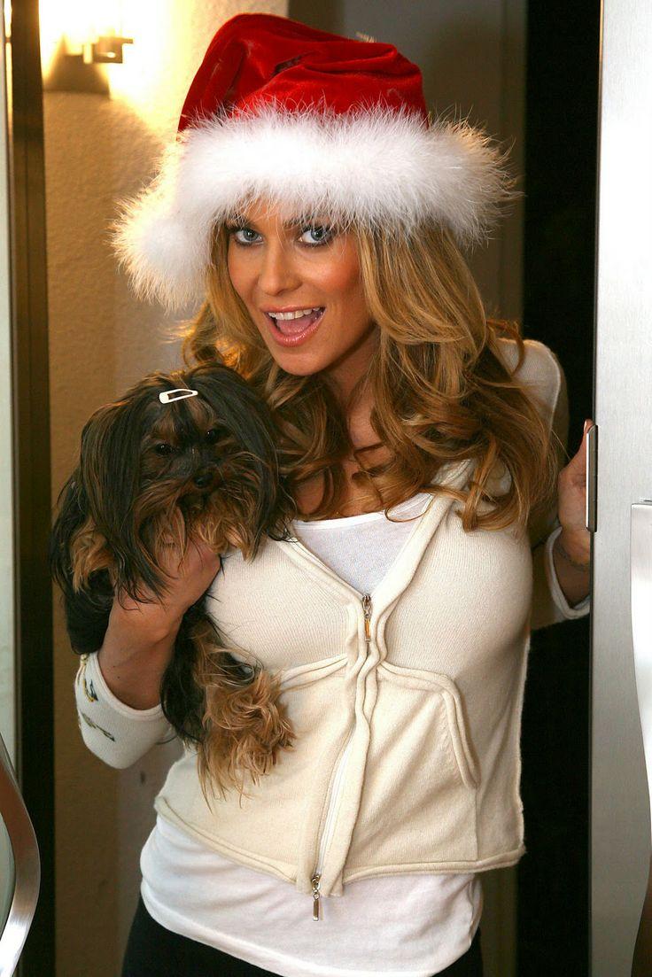 Πέρνα βαριά και sexy Χριστούγεννα με την Carmen Electra