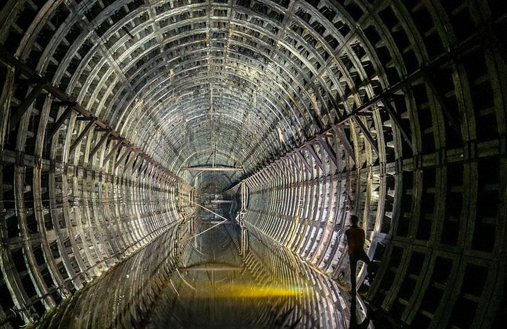 Tunnel abbandonato della metropolitana a Kiev (Ucraina)
