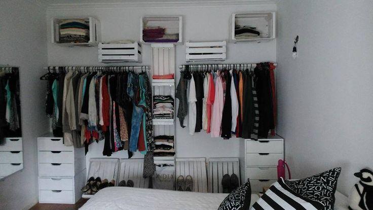 Un closet reciclado recycling decoration pinterest - Armarios de plastico para ropa ...