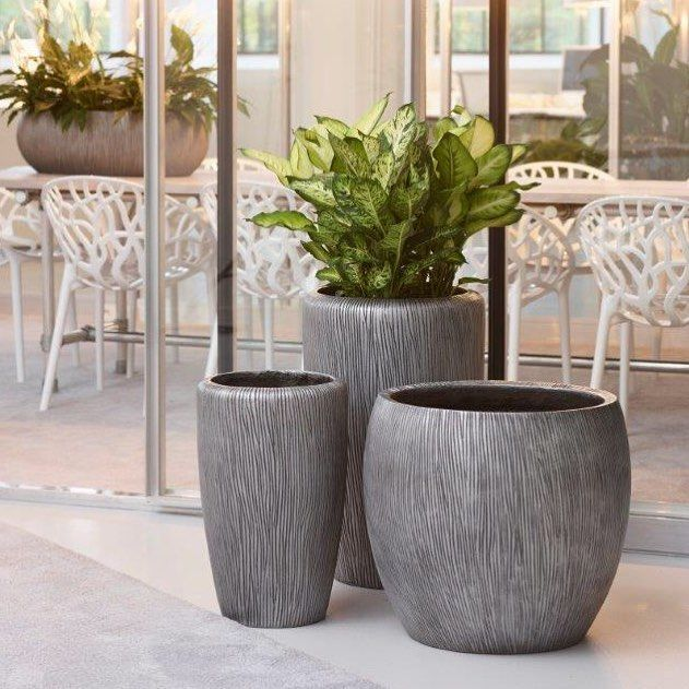 Черные кашпо Twist Pot, Twist Planter, Twist Vase идеально подойдут для украшения как внутри помещения, так и на открытых площадках.