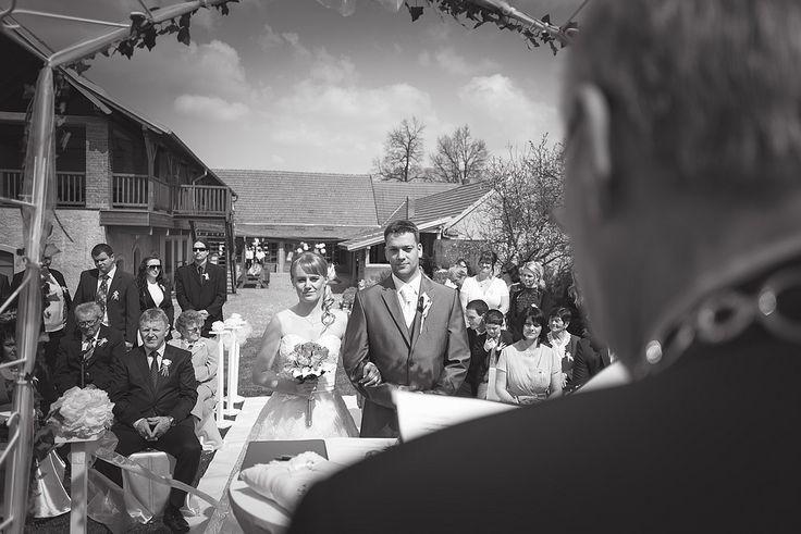 Fotografování svatby na Hadcově stepi Byl to přenádherný den. Všude láska, radost, objetí. Podívejte se na fotky ze svatebního dne. Novomanželům přeji krásnou cestu životem! Další fotogalerieFrancouzská svatba v Jaroměřicích…