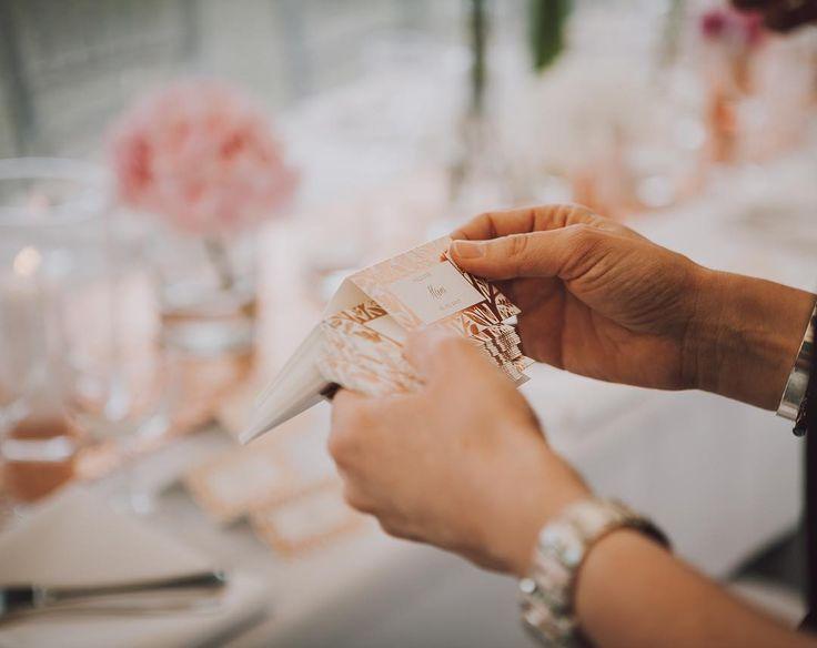 Arranging the final touches on this beautiful wedding table. #placecards in #copper designed by the help of @minted  #fineweddings#weddingplacecard #placecard#placecards#weddingstationery#namensschild#namensschildchen#weddingplanner#hochzeitsplanerhamburg#hochzeitsplanerbremen#berlin#luxuryweddingplanner#hochzeitsplanermallorca#hochzeitsplanerhamburg#tischdeko#hochzeitsdeko#weddinginspo