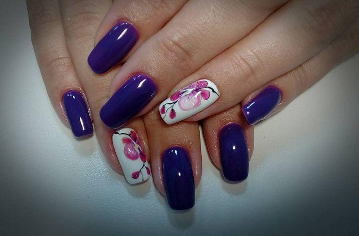Таинственный цветок 😀  Ну подарит же природа такую красоту)) я о ногтях моей клиентки! Ногти натуральные и ходит она с ними и гель-лаком от процедуры до процедуры 3,5 недели. Хоть бы где  что нибудь отслоилось)))) За редким случаем поломки ноготка.  Вот такие подарки природы)) Любуюсь😍  #наращиваниеногтейТомск#гельлакТомск#гелеваяроспись#шеллакТомск