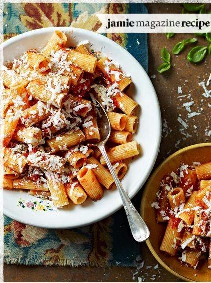 Rigatoni with roasted tomatoes & ricotta salata   Rigatoni com tomates assados e salada de ricota.