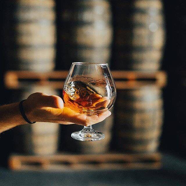 The team at #FlorDeCana have been aging their rum at the base of the active volcano San Cristóbal since 1890 Well drink to that!  Cred | @flordecanaaustralia  #flordecanarum#vanguardluxurybrands #agedrum#flordecanaaustralia #spirit #2018#respecttherum #nicaragua #summer#flordecana18 #flordecana12 #flordecana7#awardwinning #bartender #summer #spirits#refreshing #summerdrink #ontherocks#adventure #australiasummer #drinkstime#barrelaged #spirits #alcohol #history #legacy#nicaragua