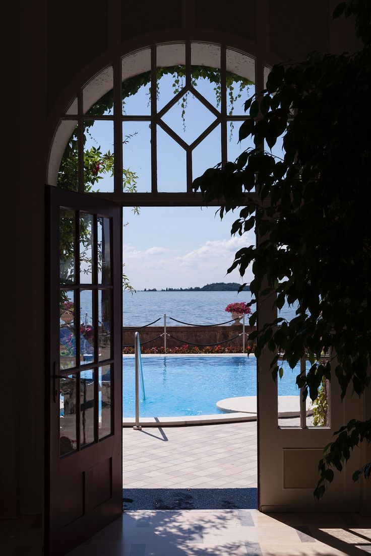 A day by the #pool in Grand style! #swimmingpool #lakegarda #sun #vacation #holiday #lakefront #relax