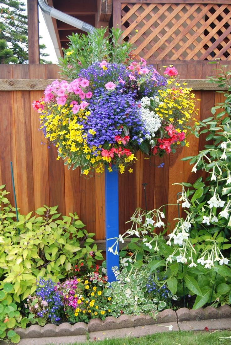 colorful, raised container.: Diy Rai Gardens Ideas, Vibrant Color, Flower Baskets, Flower Pots, Projects Ideas, Flower Gardens, Baskets Columns, Rai Gardens Planters, Border Columns