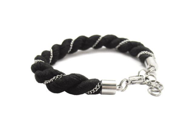 Nouseva Myrsky - This bracelet is made from old skirt