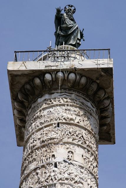 Rom, Piazza Colonna, Apostel Paulus auf der Marc Aurel Säule (Apostle Paul on the column of Marcus Aurelius), via Flickr.