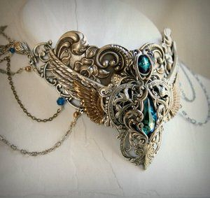 Lovely steampunk necklace; might have made an appearance in the climactic scene