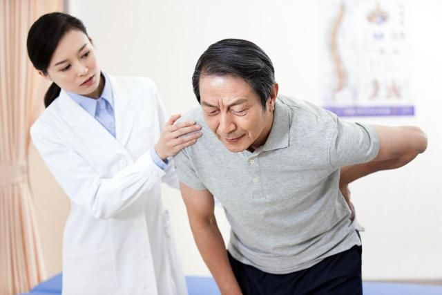 Article about low back pain symptoms, physical therapy for low back pain, and exercises for low back pain.