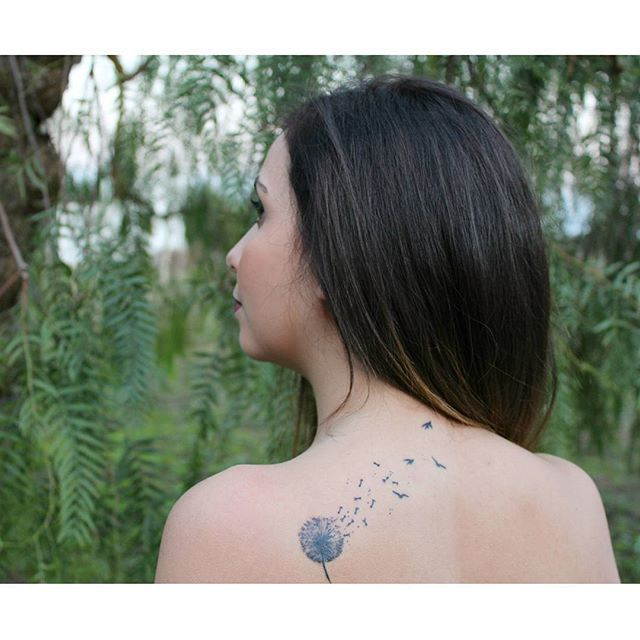 #tattoo #damdelion #freedom #rondini #ink #thirdtattoo #bodyart #dandeliontattoo #untatuaggioperognivoltacheraggiungoillimite #stelliiina #inkonmyskin #need #oopsididitagain #nature #green #freddo #salice